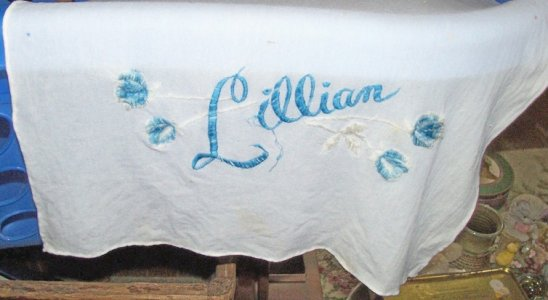 dresser scarf lillian.jpg