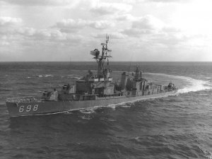 USS_Ault_(DD-698)_underway_in_January_1965.jpg